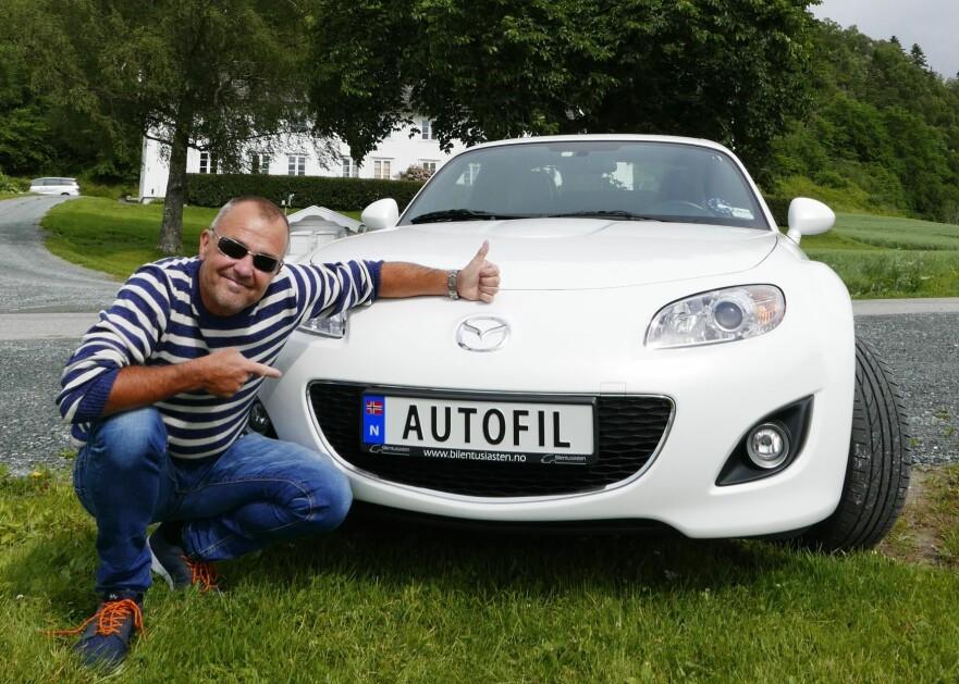 PERSONLIGE BILSKILT: Per Egil Haugdalsaunes MX-5, i Stjørdal i Nord-Trøndelag, er én av 20 Mazda'er som har betalt 9.000 for nytt registreringskilt. Foto: Privat