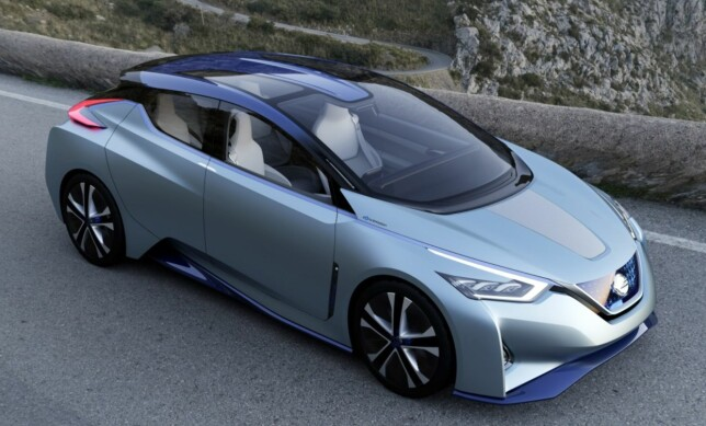 "2016 - IDS CONCEPT: Vi ser en del designelementer som går igjen: Markant hofteparti, bumeranglykter bak, forhøying i C-stolpen, blå/sort ""isbit""-grill og jevnt stigende skulderlinje. Foto: Nissan"
