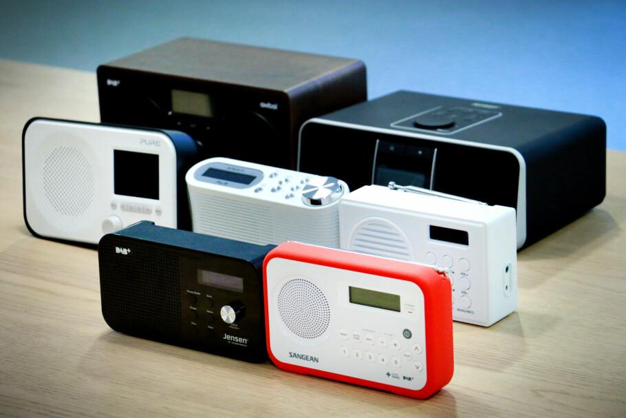 SKINNET BEDRAR: Det er ikke alltid lett å se hvilke radioer som er dyre, og hvilke som er billige. Men du hører det ofte når du skrur dem på. Foto: Ole Petter Baugerød Stokke