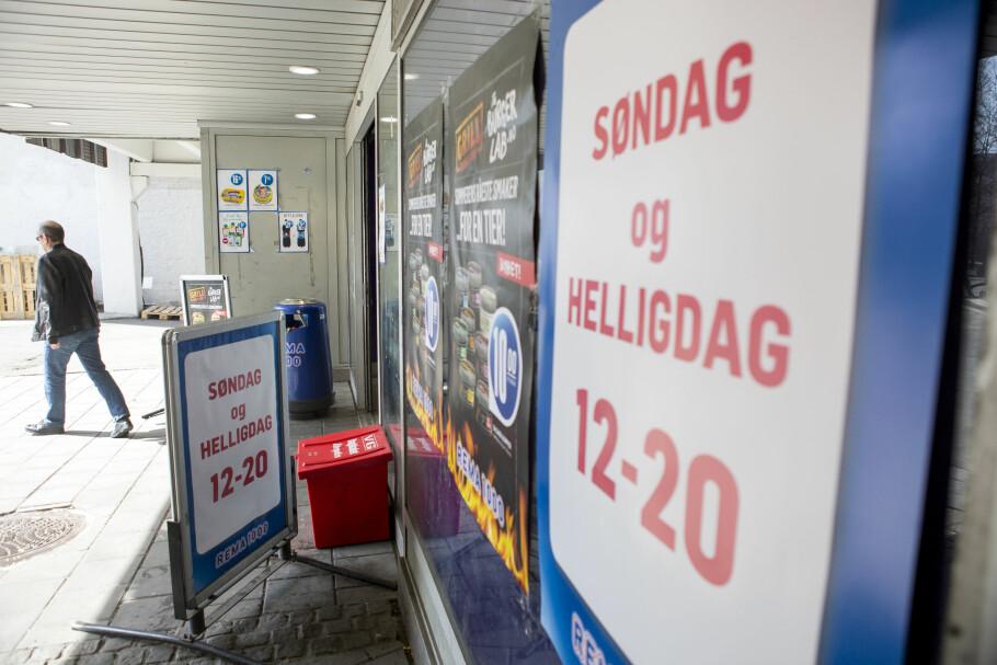 SØNDAGSÅPNE BUTIKKER: Det er liten vilje blant politikerne til å få flere søndagsåpne butikker i Norge. Nå er det blant annet bare miniversjoner av matbutikker som får lov. Foto: Torstein Bøe / NTB Scanpix