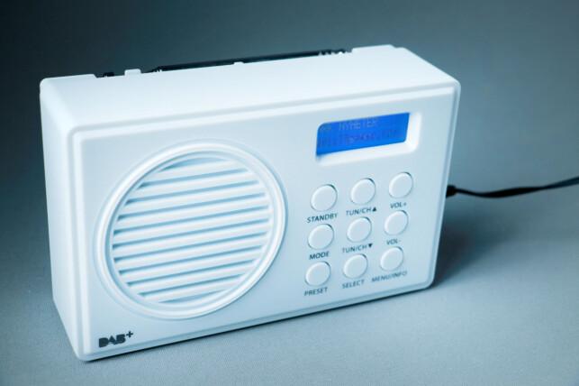 MANGE KNAPPER: En radio bør være litt enklere å finne fram på enn dette, mener vi. Foto: Ole Petter Baugerød Stokke