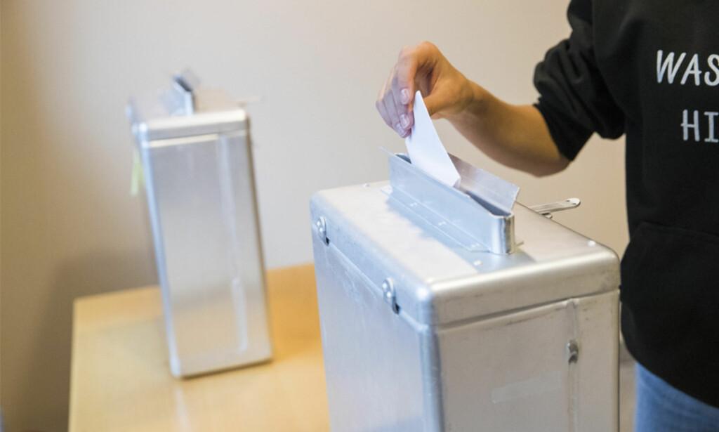 SENT UTE? Er du fremme ved valglokalet like før stengetid, har du rett til å få avgitt stemme. Foto: NTB Scanpix