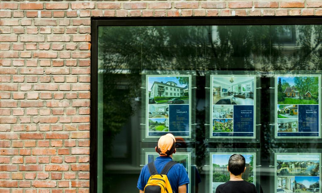 BOLIGDRØMMEN: Det er et godt kjøpers marked for bolig flere steder i landet, men hvordan bør du gå fram for å vinne budrunden? I Dinsides markedstilpassede guide får du de beste taktiske tipsene. Foto: Vegard Wivestad Grøtt / NTB scanpix.
