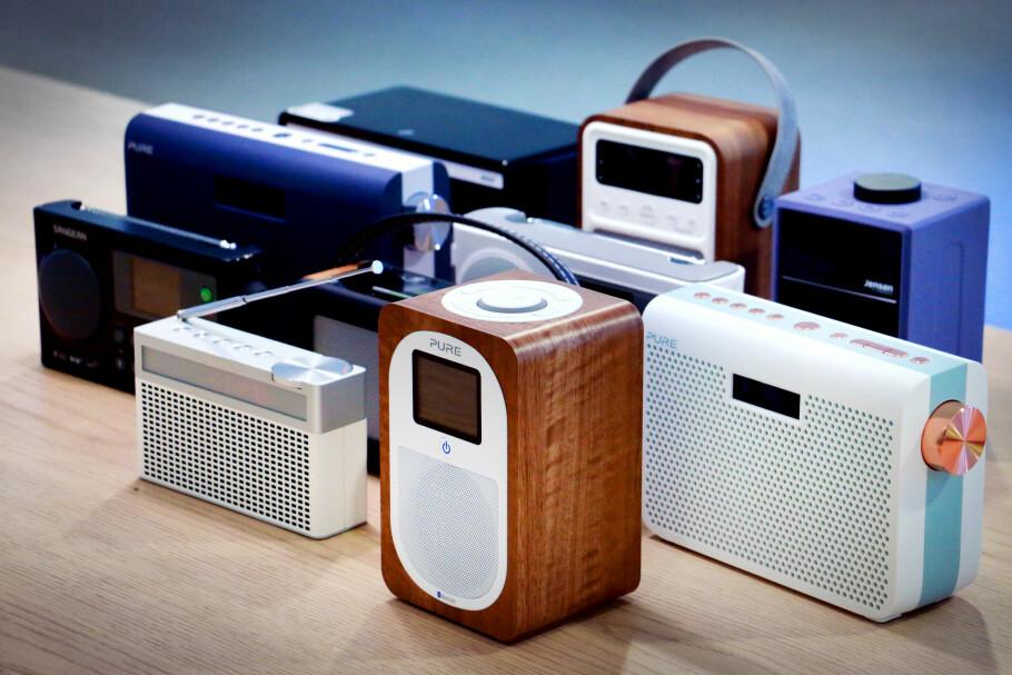 MELLOMKLASSEN: Disse radioene koster mellom 1.000 og 2.000 kroner. Forskjellene er store, både når det gjelder lyd og brukervennlighet. Foto: Ole Petter Baugerød Stokke