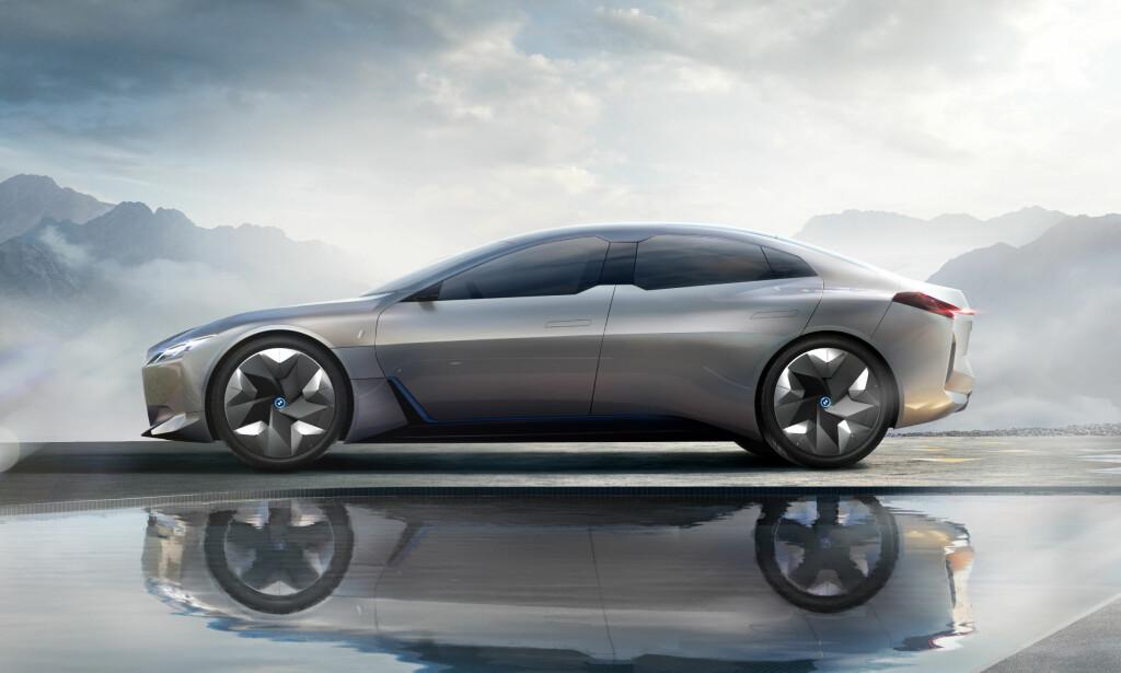 KLASSISK PROFIL: Det er en tradisjonell sedanfasong ispedd kupé-stuk som er blitt valgt som formgivning på den kommende elbilen. Dette er foretrukken karosseritype både i Kina og USA - verdens største bilmarkeder. Foto: BMW
