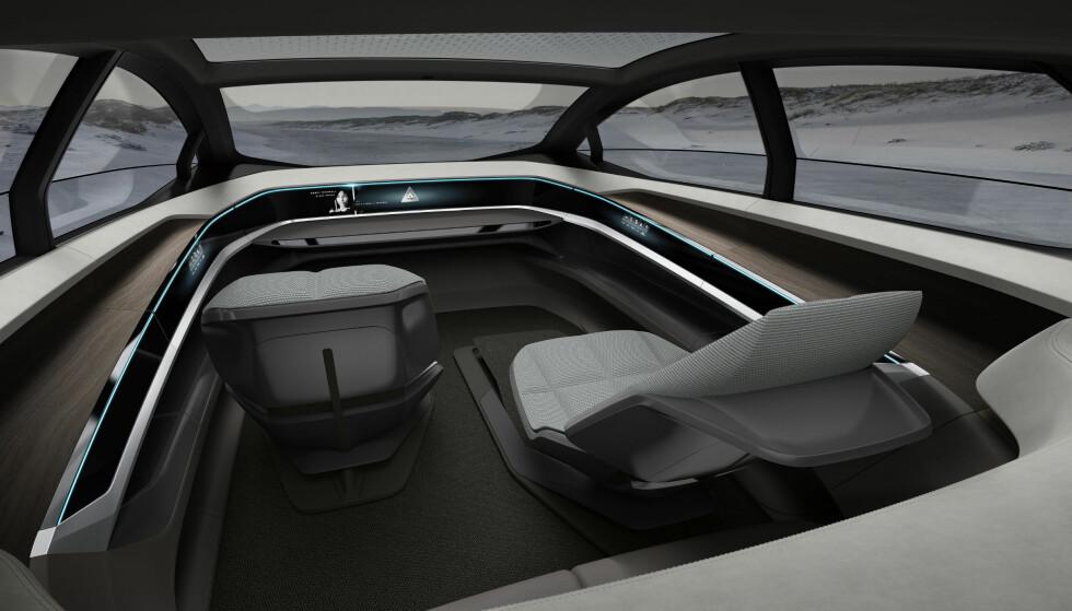 BORTE: Audi Aicon har hverken ratt eller pedaler innabords. Foto: Audi