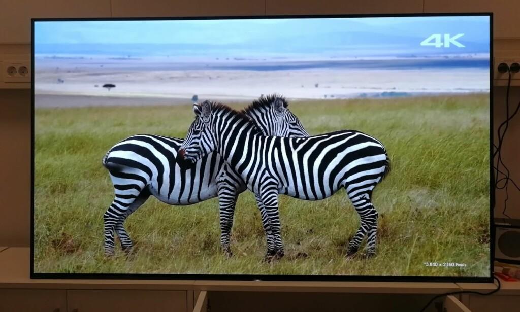 REALISTISK: Gode videokilder gir fantastiske bilder med en glød du sjelden finner på konkurrenter til OLED. Og bildet ser helt likt ut, uansett om du betrakter det rett forfra eller skrått ovenfra fra siden. Foto: Bjørn Eirik Loftås