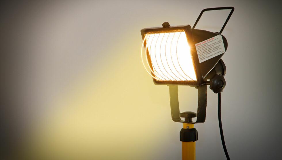 <strong>KUN 2 AV 87 ER GODKJENT:</strong> En stor, felleseuropeisk test av LED-arbeidslamper/flomlys/lyskastere avslører store feil og mangler. 4 av 5 produkter på det norske markedet, er rammet av salgsforbud. Foto: Shutterstock/NTB Scanpix