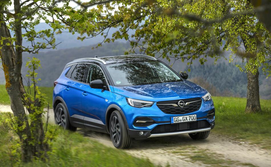 SIKTER PÅ SUKSESS: Opel Grandland X er Opels første troverdige satsing i det mellomstore folkesuv-segmentet som er en av de mest populære, og samtidig en av de mest konkurranseutsatte, bilklassene. Foto: Opel