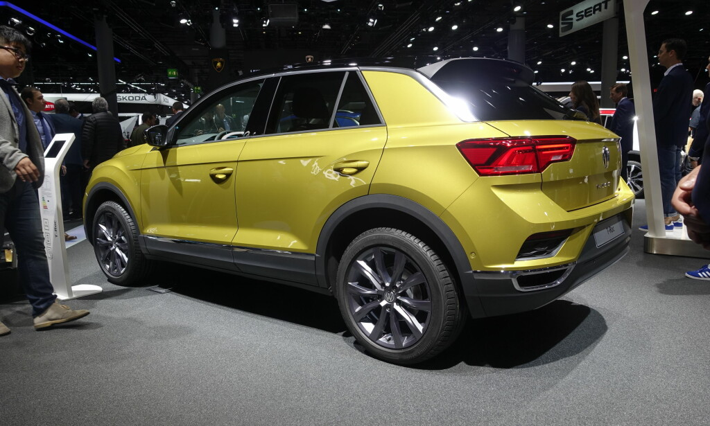 KOMPAKT: Små crossovere finnes det stadig flere av. Vi tipper tøffe Volkswagen T-Roc står på ønskelista til mange. Foto: Rune M. Nesheim