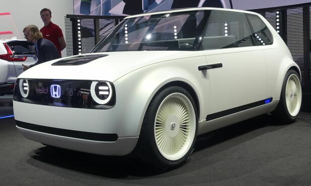 <strong>RETRO:</strong> Honda har sett tilbake til tidlige modeller som N360 da de har designet denne elbilen. De mener den skal komme i produksjon. Foto: Rune M .Nesheim