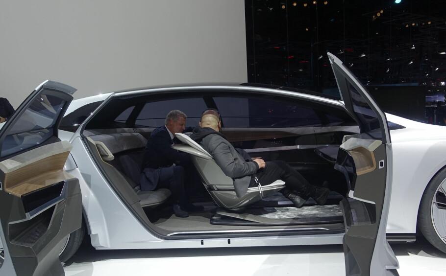 <strong>FREMTIDEN ER SELVKJØRENDE:</strong> Audi Aicon var et av konseptene på årets Frankfurtmesse. Den forteller oss at det er en stund til vi får noe særlig stort utvalg av elektriske biler. Foto: Rune M. Nesheim