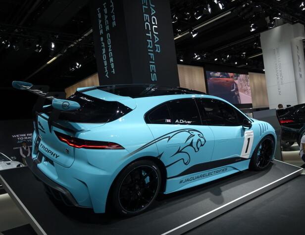 <strong>HÅNDFAST:</strong> Jaguar I-Pace kan kjøpes og kjøres. De viste en oppjazzet racingversjon også. Foto: Rune M. Nesheim
