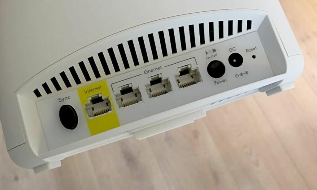 BRA MED TILKOBLINGER: Ruteren har tre ledige nettverksporter mens satellitten har fire. Foto: Bjørn Eirik Loftås