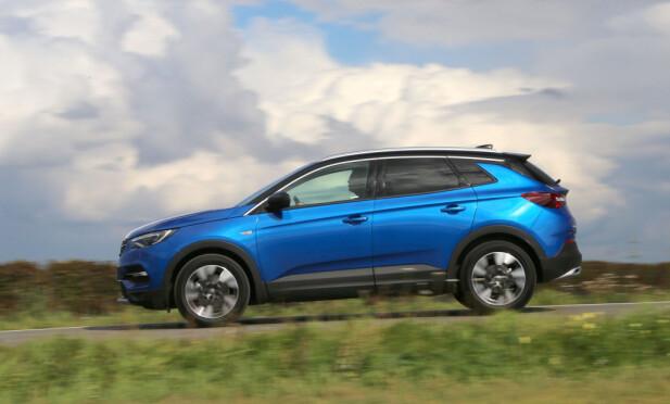 HAR POTENSIAL: Grandland X har en design det er lett å like, og den plasserer seg dessuten i den mest etterspurte bilkategorien i dag, til hyggelige priser. Grandland X har definitivt potensial for å slå an. Foto: Ivar Engerud