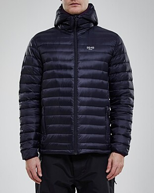 JUMBOPLASS 2: 8848 Altitude Linus Down Liner får, i likhet med Norrønas jakke, totaltscore 3 av 5. Den kritiseres mest for dårlig kvalitet og at den ikke holder det den lover når det kommer til duninnhold. Foto: 8848 Altitude