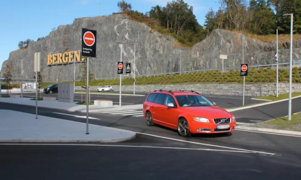PÅ PLASS I BERGEN: Automatisk skiltgjenkjenning er allerede innført ved Bergen Lufthavn. Foto: Avinor