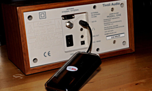 AUX: Mange bilradioer er utstyrt med AUX-inngang, slik som denne bordradioen. Foto: Tore Neset