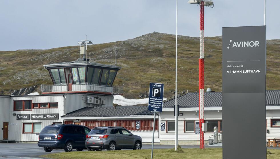 HER BLIR DET GRATIS: Mehamn Lufthavn er en av flyplassene hvor det nå blir gratis å parkere. Foto: Avinor