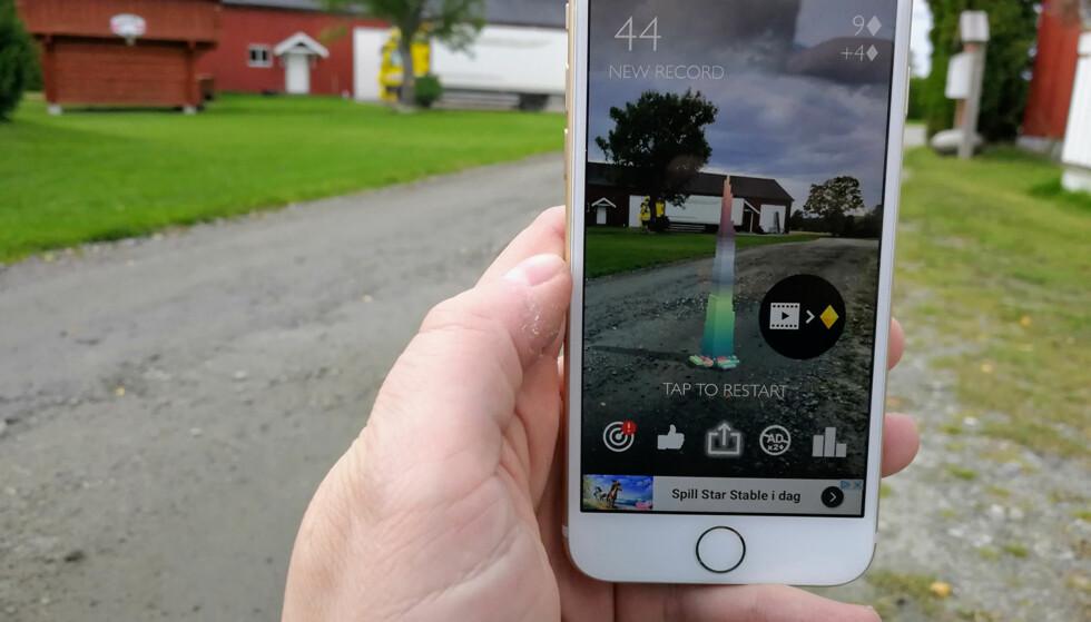 SPILL I UTVIDET VIRKELIGHET: Stacks er ett av spillene som har kommet i AR-utgave i forbindelse med lanseringen av iOS 11. Foto: Pål Joakim Pollen