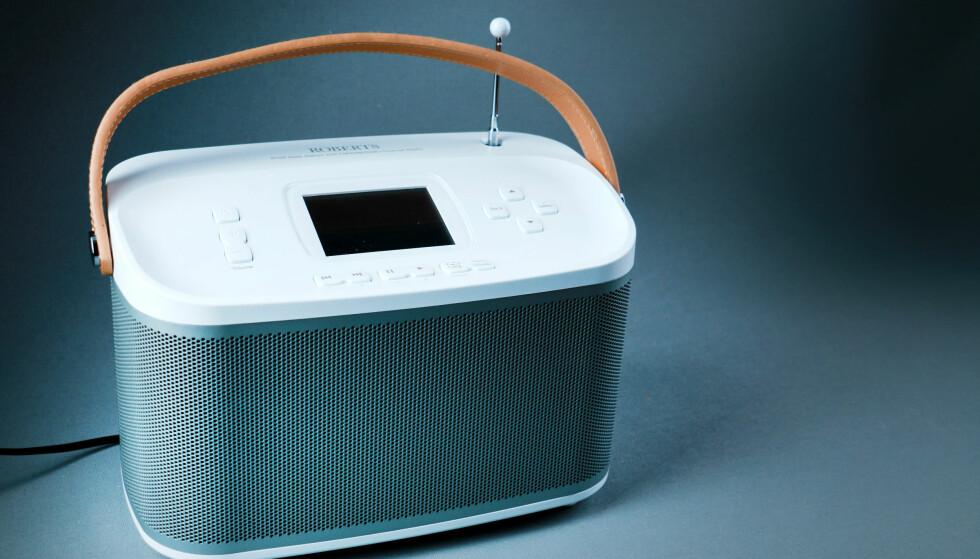 UNØDVENDIG: Roberts100 er utvilsomt en god radio, og fikk fire stjerner hos oss. Men prisen på nesten 3.500 kroner ville nok vært lavere uten nettradio. Foto: Ole Petter Baugerød Stokke