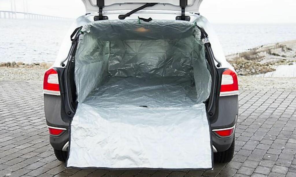 BESKYTT BILEN: Et bagasjeromstrekk kommer godt med når du skal kjøre hageavfall på dynga.