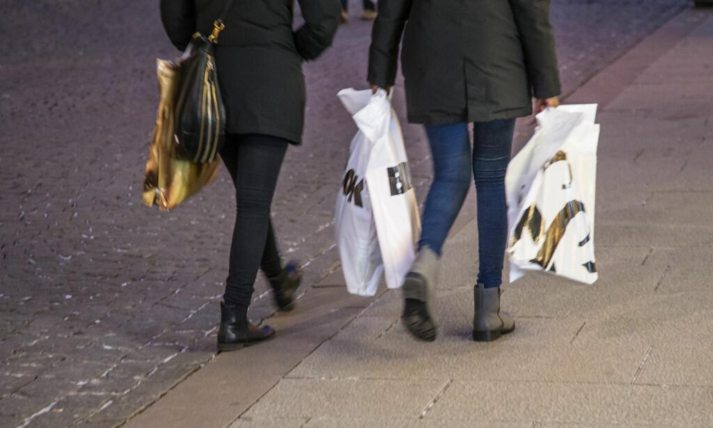 50 ØRE: Uansett butikk du handler på, vil en plastpose snart koste deg minst 50 øre, som skal øremerkes til et eget miljøfond.