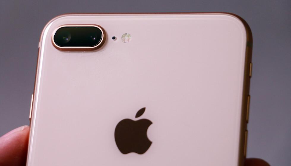 DOBBELT OPP: I likhet med 7 Plus, har også 8 Plus to kameraer på baksiden. iPhone X kan by på det samme. Foto: Pål Joakim Pollen