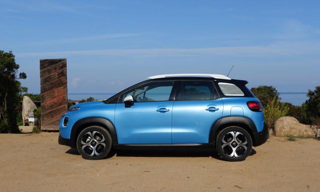 KOMPAKT, MEN ROMSLIG: Citroën tar konsekvensen av at det er SUV og ikke flerbruksbil folk vil ha og kombinerer de to konseptene i en vellykket pakke med sin C3 Aircross. Foto: Knut Moberg