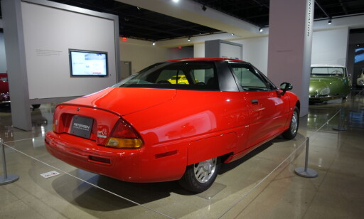 EV1: Chevrolet har laget elbiler tidligere, som denne EV1 som står på Peterson Automotive Museum i Los Angeles. Foto: Fred Magne Skillebæk