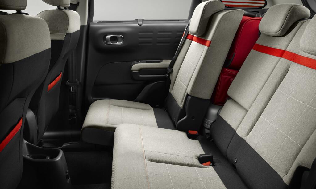 FLEKSI: Velger du utstyrsnivået Exclusive, kan baksetene helt eller delvis skyves 15 centimeter i lengderetningen og seteryggenes helling varieres. Foto: Citroën
