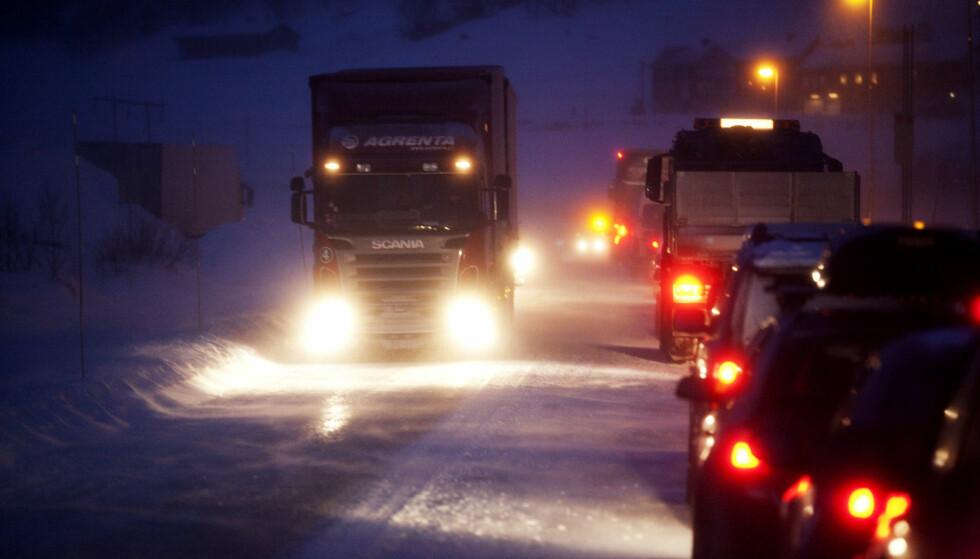 TRAFIKKFARLIG: Sjåfører som ser dårlig er en farlig kombinasjon med vinter og mørke. Foto: Kyrre Lien / SCANPIX