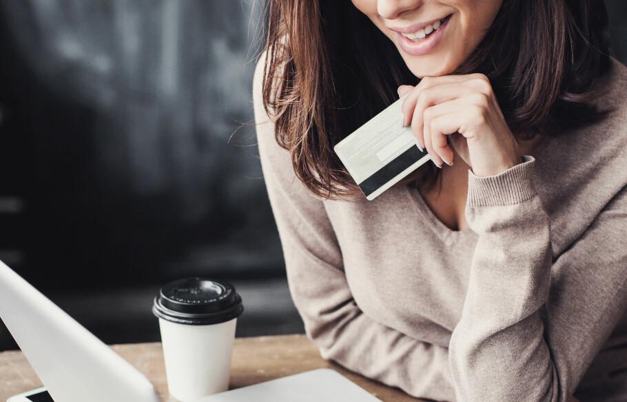 SOM FØR: Netthandel fra utlandet blir som før med årets forslag til statsbudsjett, som ikke rører 350-kronersgrensa. Foto: Shutterstock / NTB Scanpix