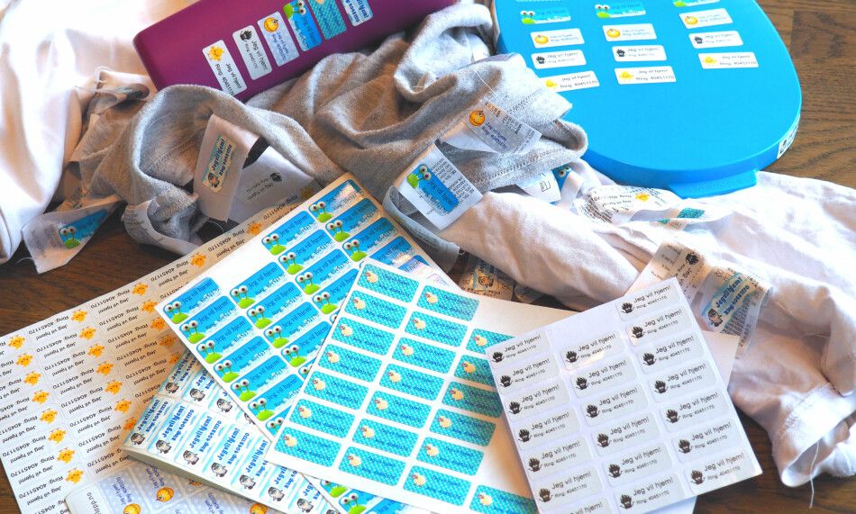 TEST AV MERKELAPPER: Vi har testet seks forskjellige merkelapper for bruk på både klær og gjenstander - og som skal tåle oppvaskmaskin og vaskemaskin. Det er store forskjeller både i pris og hvor godt de sitter - i alle fall når det kommer til merking av klær. Foto: Kristin Sørdal