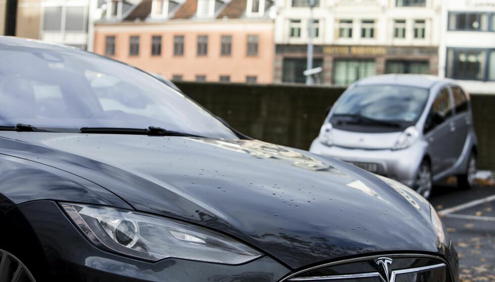 I en rapport utarbeidet av tolv forskere anbefales Norge å redusere subsidiene på elbiler og øke avgiftene på bensin- og dieselbiler. Foto: Erik Johansen / NTB scanpix