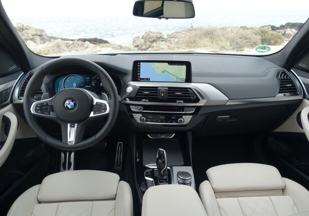 KJENT, MEN FORANDRET: Joda , ingen tvil - dette er BMW. Og utstyrsnivå og materialkvalitet er forbedret. Likevel foretrakk vi layout-en på forrige generasjon, rent estetisk. Foto: Knut Moberg