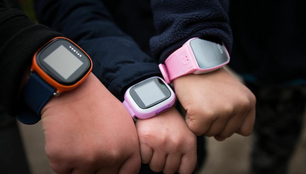 ADVARER: Forbrukerrådet har funnet store sikkerhetshull i smartklokker for barn. Foto: Forbrukerrådet