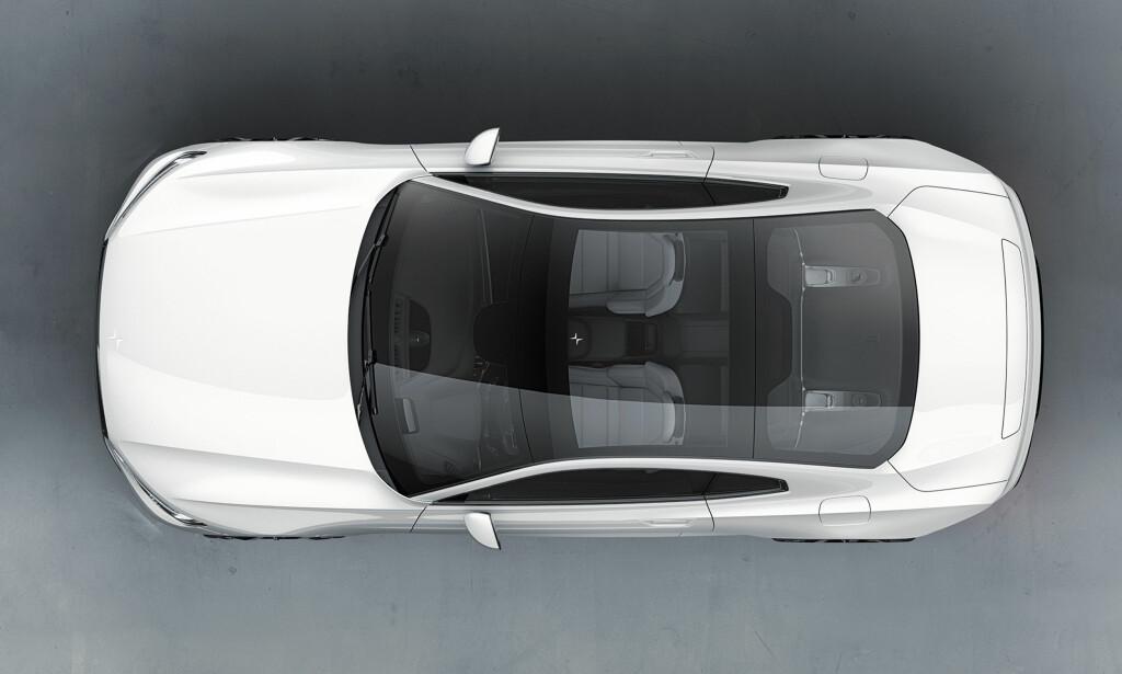 Glass eller ikke: Det er naturligvis valgfritt, men bilen kan leveres med et panoramatak som strekker seg helt bak til bakluken. Foto: Polestar