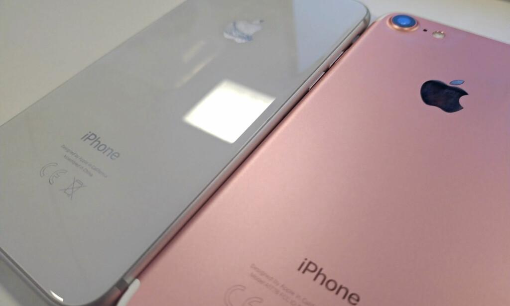 BLANKT MOT MATT: Baksiden på iPhone 8 er blank, men sklir ikke avgårde på bordet slik blant annet Honor 9 gjør. Baksiden på iPhone 7 er matt på de fleste utgavene. Foto: Bjørn Eirik Loftås