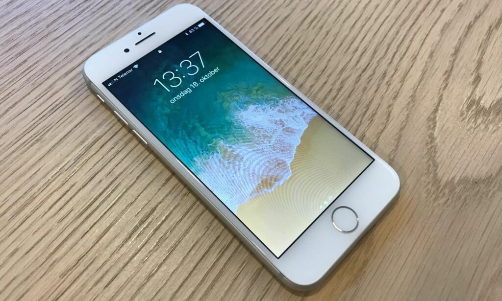 ÅTTEREN: iPhone 8 er fjerde generasjon iPhone som ser nærmest identisk ut. De største forandringene har skjedd på innsiden. Foto: Bjørn Eirik Loftås
