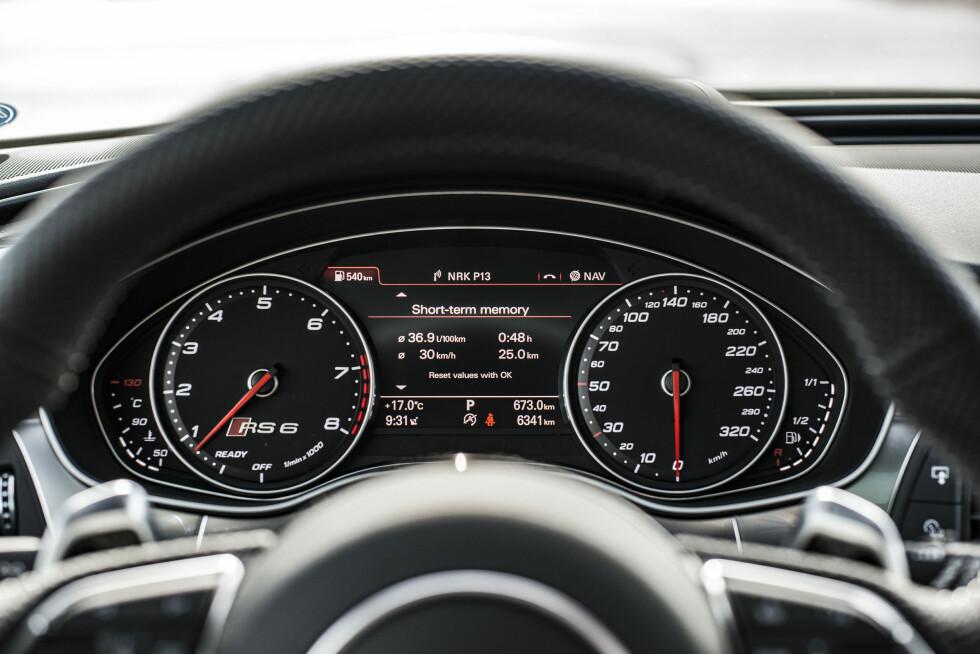 UMULIG: Du kan prøve å gire raskere med rattspakene, men det går ikke.Foto: Jamieson Pothecary