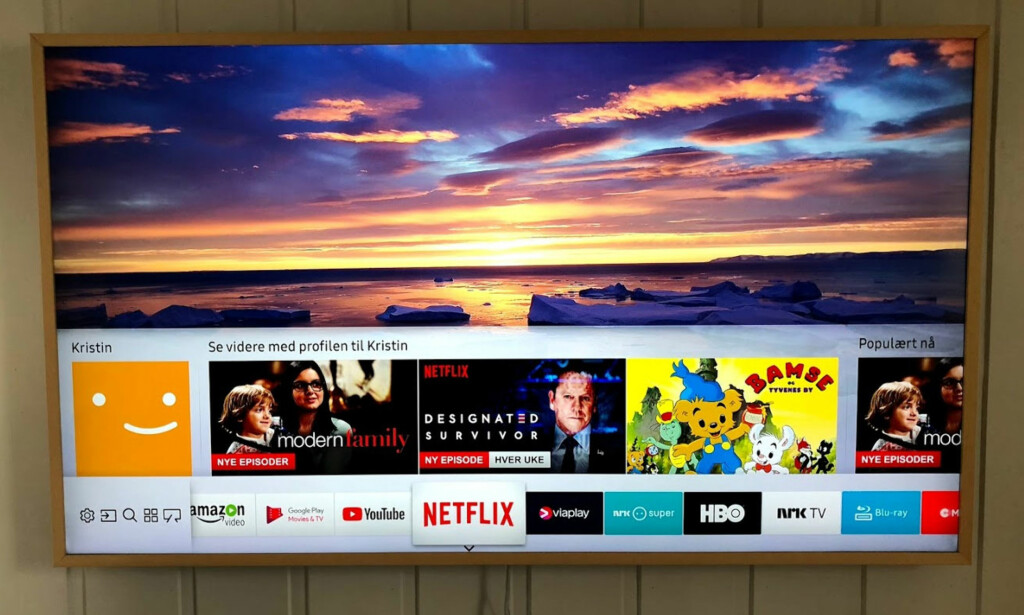 MENYLINJE MED HURTIGVALG: Her har vi markert Netflix-appen, og får umiddelbart forslag til hva vi bør se på, basert på den som sist brukte appen. Foto: Bjørn Eirik Loftås