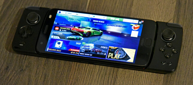 GLAD I SPILL? Gamepad-enheten koster en tusenlapp og gir deg styrespaker og knapper. Foto: Pål Joakim Pollen