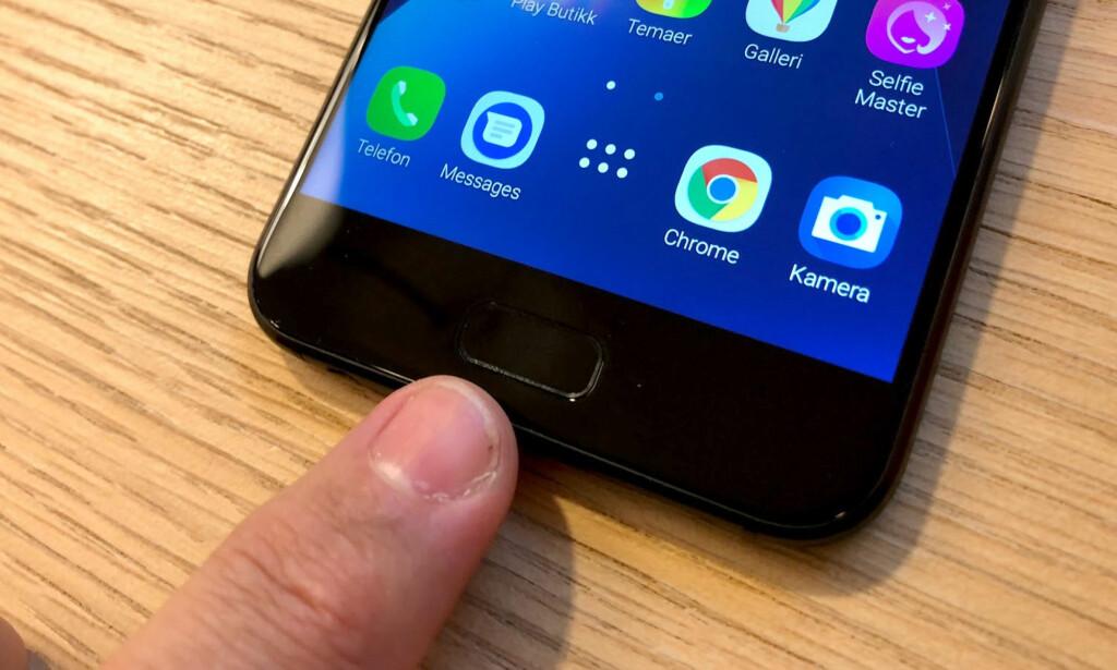 HJEM: Hjem-knappen har innebygd fingeravtrykkleser, slik at pålogging går i en fei. Foto: Bjørn Eirik Loftås