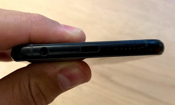 <strong>LADEPORT:</strong> I likhet med de fleste nye mobiler, lades også Zenfone 4 via USB-C. Foto: Bjørn Eirik Loftås