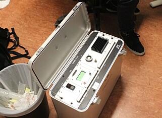 REFERANSEBOKSEN: Atmos 12 DPX er et profesjonelt måleinstrument til over 100.000 kroner, som brukes til å kalibrere de langt rimeligere radonmålerne. Foto: Eilin Lindvoll.