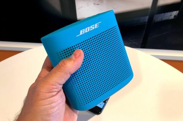 LETT Å HOLDE: Silikonen gjør at høyttaleren ligger stødig i hånden. Foto: Bjørn Eirik Loftås
