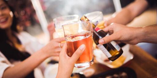 image: Nordmenn får mindre gratis alkohol på julebord