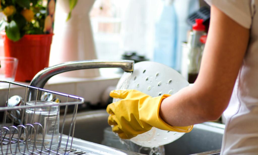 IKKE VASK OPP FOR HÅND: Hadde en oppvaskmaskin brukt like mye energi og vann som du bruker ved håndoppvask, hadde den vært forbudt å selge, ifølge Energiverket. Foto: Shutterstock/NTB Scanpix