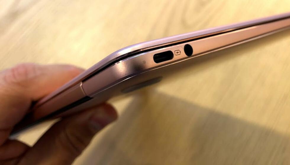USB-C: Det sitter en USB-C-port på hver side. Kun den til venstre kan brukes til lading. Der finner du også en minijack for tilkobling av hodetelefoner og mikrofon. Foto: Bjørn Eirik Loftås
